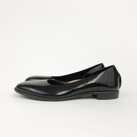 U-Dot Enamel One Piece Shoe - BLACK