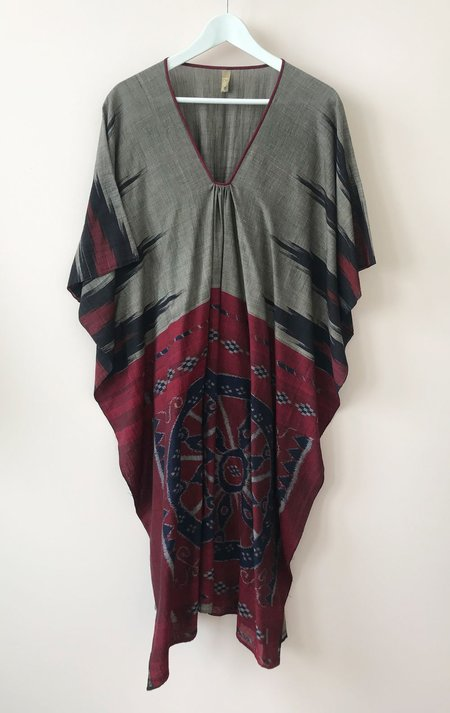 Two Medallion Caftan - Grey/Navy/Red