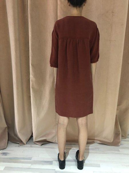 EVE GRAVEL HAZELWOOD DRESS - BROWN