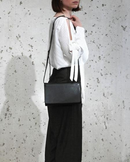 Laura Margna Carré Bag - black