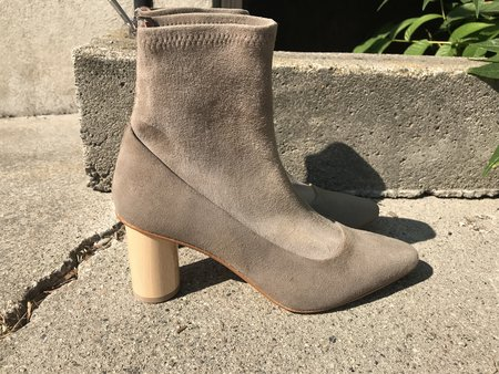 LOQ Vero Suede Ankle Boots - Piedra