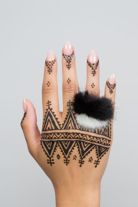 Feswa Mink Pendant Ring - Black/White