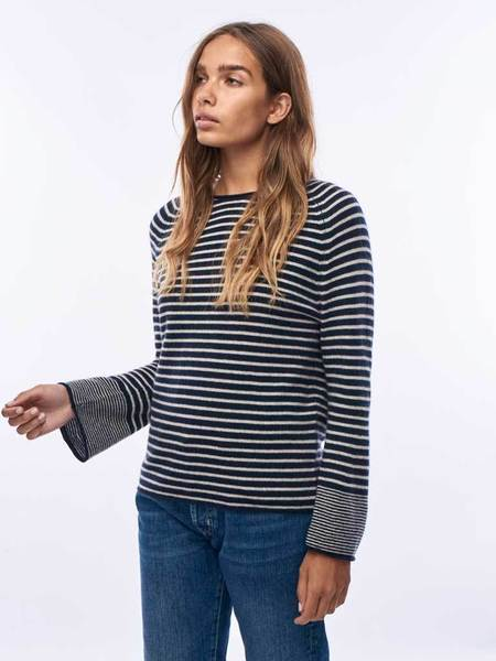 Jumper 1234 Trumpet Knit - Navy/Oatmeal