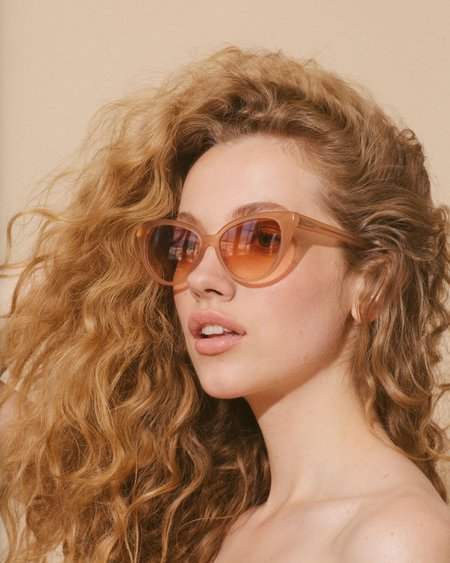 Love Is You And Me Velvet Canyon La Femme Sunglass - Peach