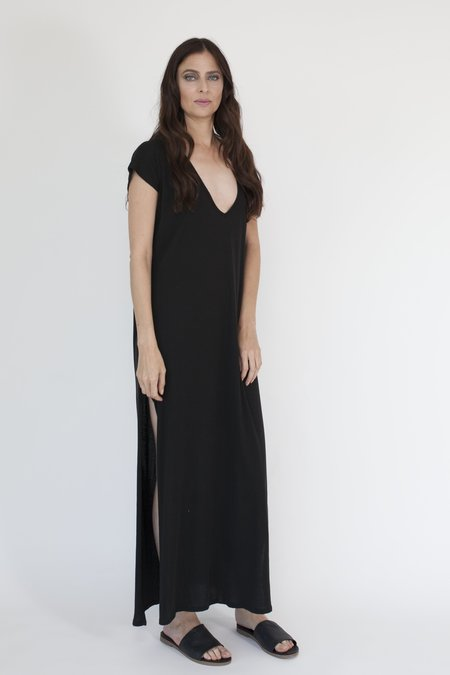 Arzé 100% Organic Pima Cotton Maxi-V Dress - Black