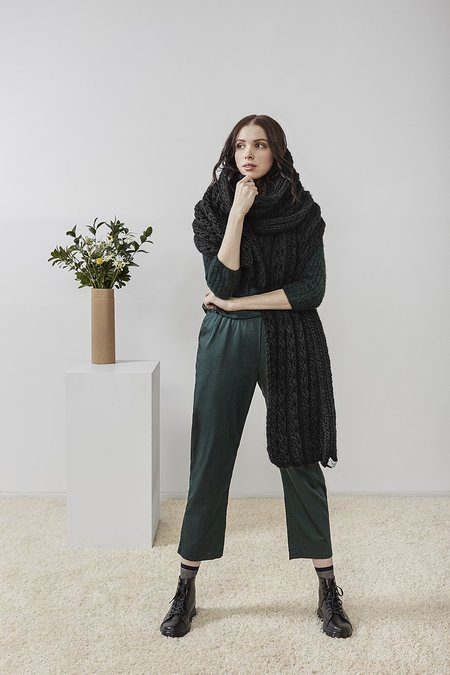 Rujuta Sheth Hand Knitted Chunky Braid Scarf - Noir