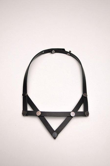 AUMORFIA PV NECK - BLACK