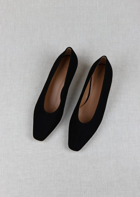 LOQ Suede Frida Pumps - Negro
