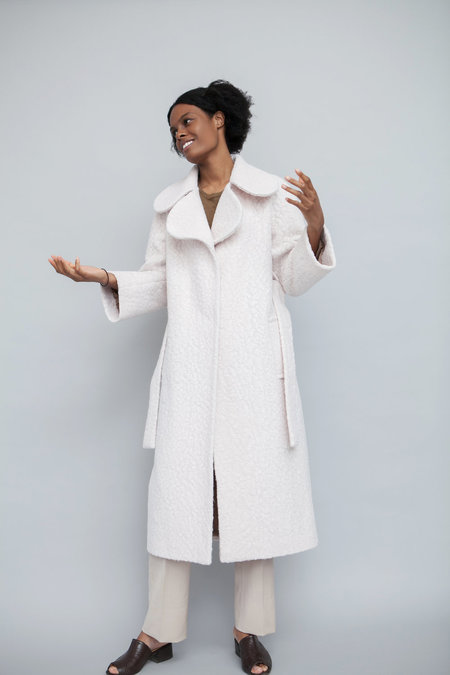 Lera Pivovarova Min Scallop Collar Coat - White
