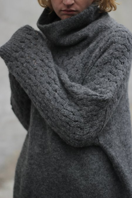Wol Hide Lace Sleeve Turtleneck - Charcoal