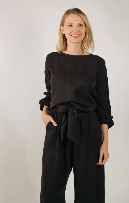 Hackwith Design House Balloon Sleeve Bow Top - BLACK