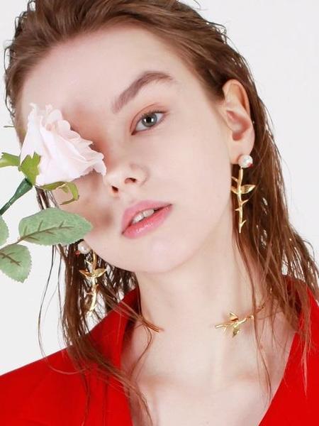 DE LA LUNE Pearl Rose Earring
