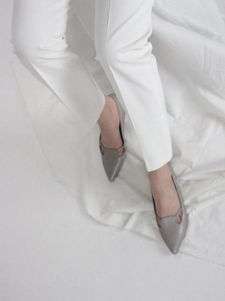 JI LLL. Y Line-Tt Strap Point Flats - Silver