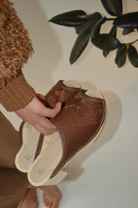 Santa Venetia Goods Ember Sunday Shearling Lined Clog - brown