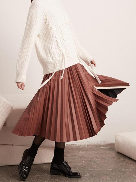BEMUSEMANSION Open Pleated Leather Skirt- Marsala