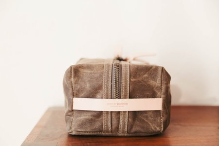 Bradley Mountain Dopp Kit - Field Tan/Natural