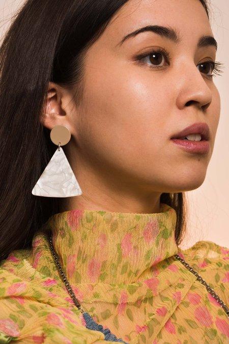 BIANCA MAVRICK CHIP EARRINGS - TAN