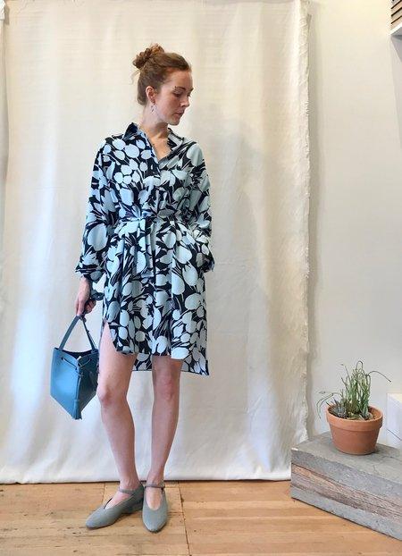 8c198e589419 ... No.6 Lulu Shirt Dress - Black Sky Tulip