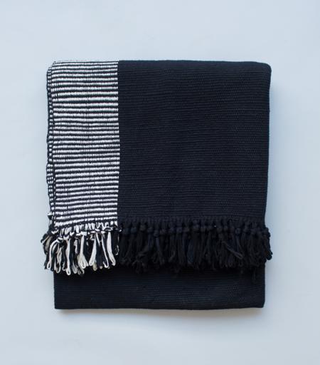 VOZ Apparel Duna Blanket - Black/White