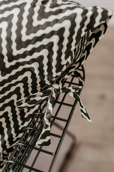 CLEMENTINE'S Zig Zag Pillow - Black/White