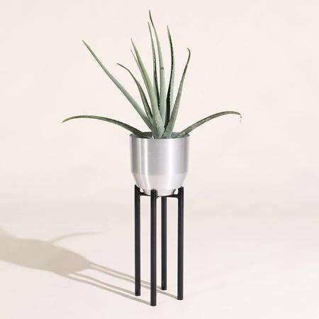 Yield Planter Stand