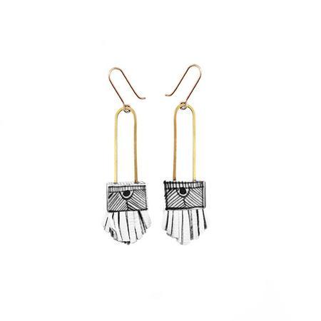 Hechizo Lindo Regalo Shortie Earrings - White