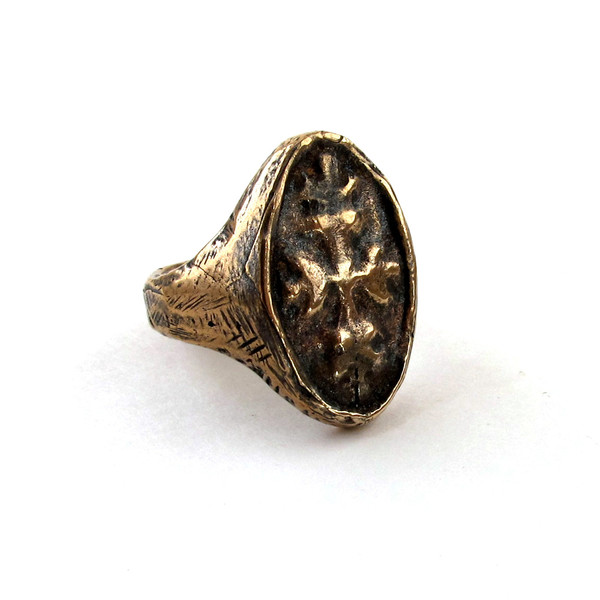 Laurel Hill Oval Signet Ring