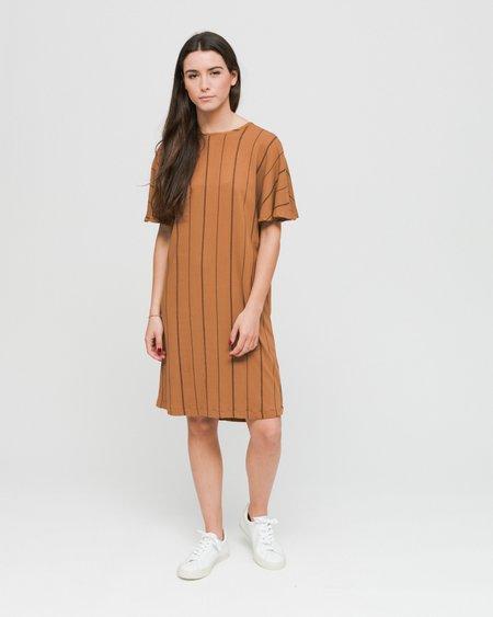 Wemoto Byron Printed Dress - Brown Sugar/Black