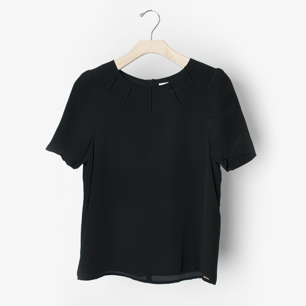 Line & Dot S/S Black Blouse