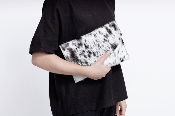 Primecut TAN + WHITE ENVELOPE CLUTCH