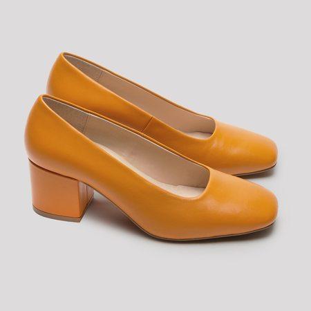 Miista Nohemi Leather Pumps - Apricot