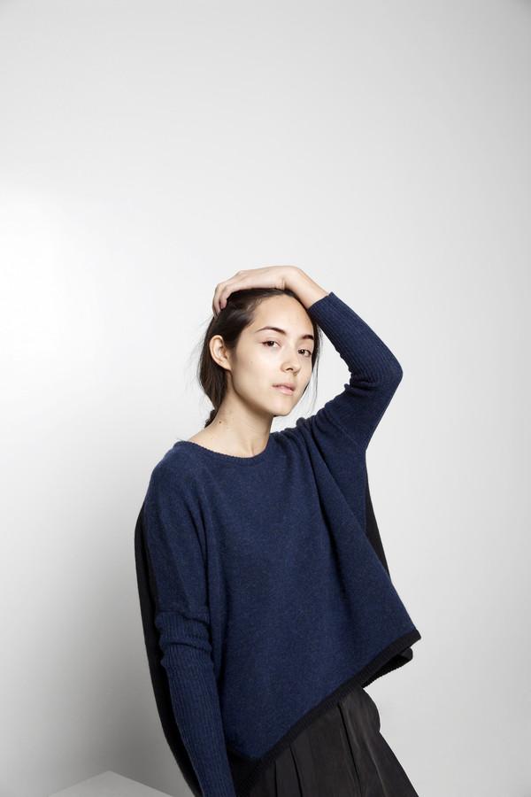 7115 by Szeki Cocoon Sweater FW15 - Navy/Black
