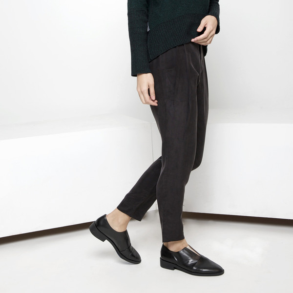 7115 by Szeki Signature Gathered Trouser