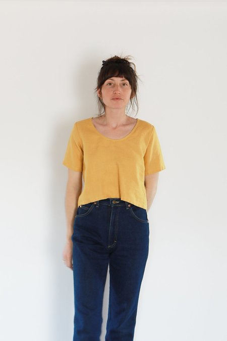 Me & Arrow U NECK LINEN TEE - DANDELION