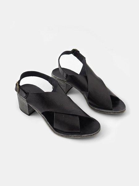 Maison Del Soil Cross Sandal - Black