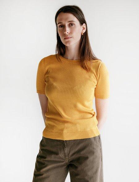 Une Heures Short Sleeve Silk Crewneck Spritz Shirt - Mustard Yellow