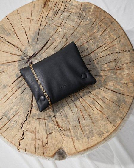 Nanushka TAO CHAIN Puffer bag with chain - Black