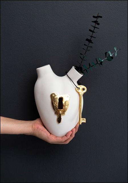 FOS Ceramiche Porcelain Golden Lock and Key Heart Wall Vase - White/Gold