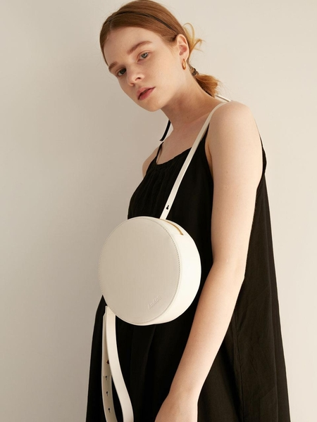 AND08 A Round Smart Bag - White