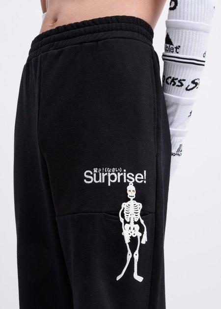 """Doublet """"Surprise"""" Embroidery Sweatpants - Black"""