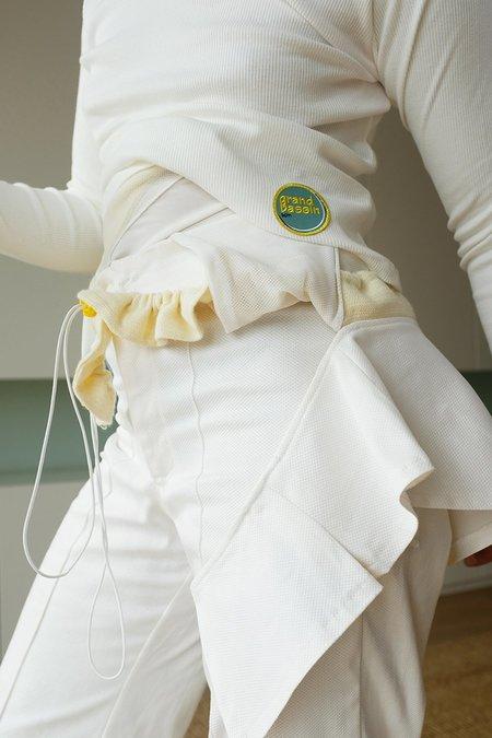Sample-CM GB157 WOMEN TROUSERS AND FLOUNCE BELT KIT - White/Pastel Yellow
