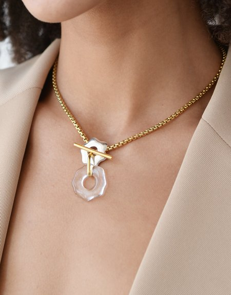 Cled Avens Toggle Necklace