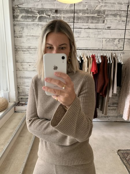 DEMY LEE Bety Cashmere Turtleneck - Sable