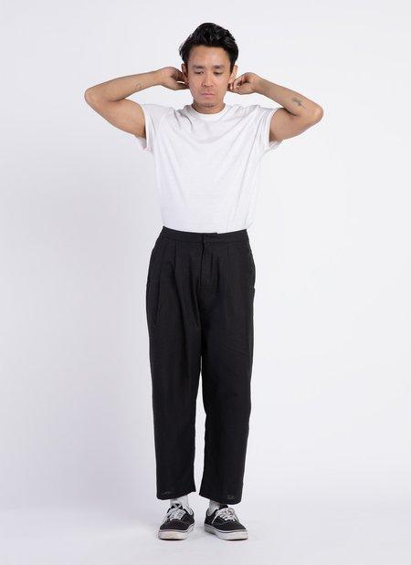 Unisex KAAREM Waxy Pleated Tapered Cropped Pant - Black