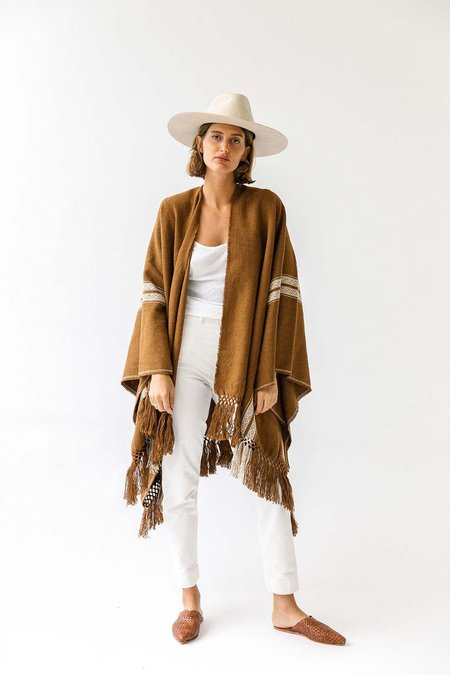 Pampa Andes Poncho - White on Tobacco