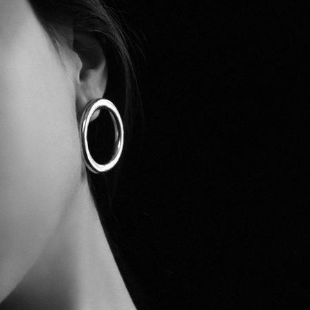 Common Muse Lia Circle Earrings - Silver