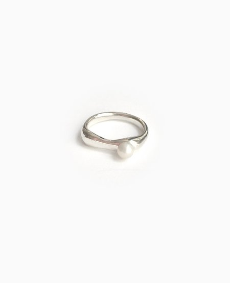 SUAI Ona Small Pearl Ring - Silver
