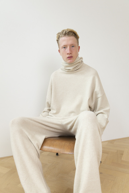 Extreme Cashmere Roll Sweater - Latte