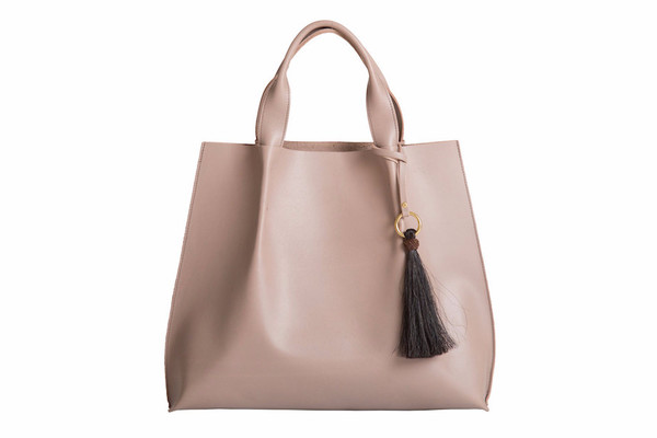 maggie tote in mink saddle leather with horsehair tassel