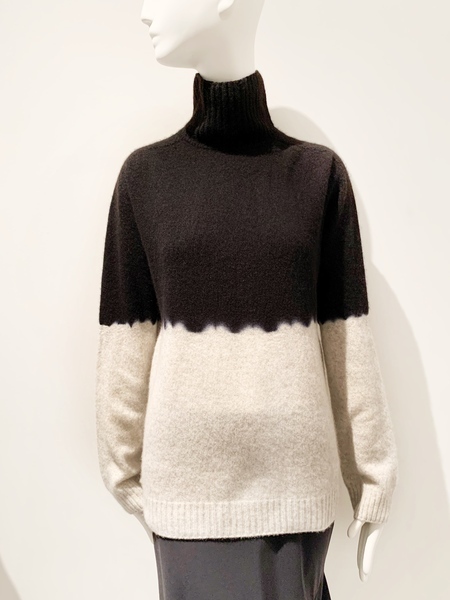 Suzusan hand dyed cashmere turtlneck color block - black and gray